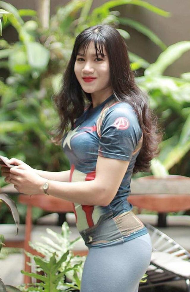 Dù là cô gái đôi mươi, song Trần Thị Ny lại sở hữu một hình thể săn chắc, cơ bắp cuồn cuộn mà cánh mày râu phải mơ ước.