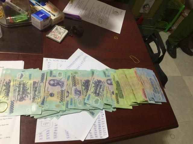 Tiền mặt lực lượng chức năng thu giữ tại các chi nhánh cho vay lãi nặng