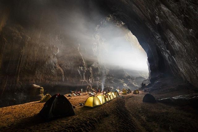 Bãi cắm trại trong hang Sơn Đoòng. (Ảnh: Ryan Deboodt)