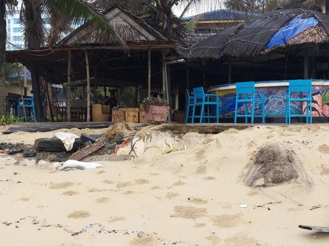 Bờ biển Đà Nẵng sạt lở nghiêm trọng - 1