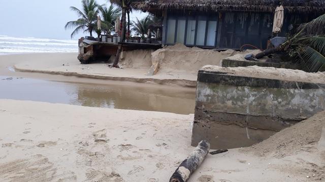 Bờ biển Đà Nẵng sạt lở nghiêm trọng - 4
