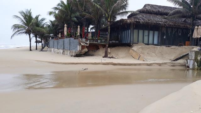 Bờ biển Đà Nẵng bị sạt lở nặng