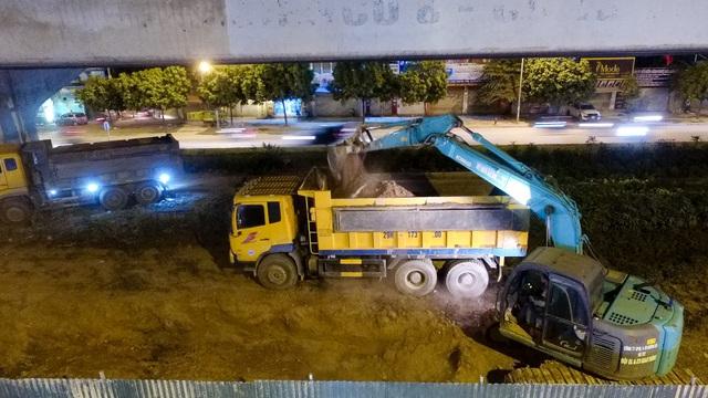 Công nhân trắng đêm xén dải phân cách mở rộng đường Hà Nội - 8