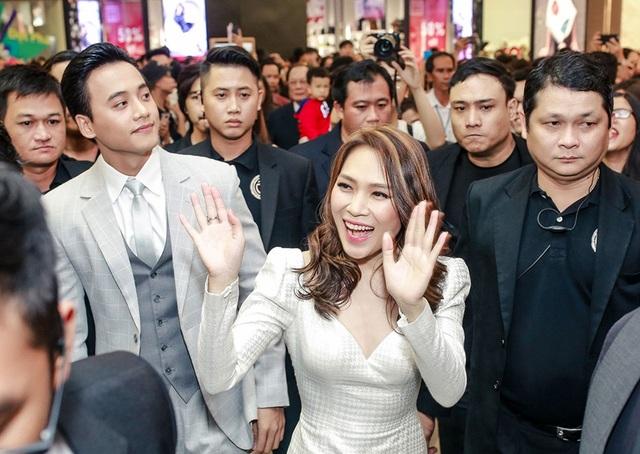 Sau thành công khi kết hợp trong MV Đừng hỏi em, Mỹ Tâm và Mai Tài Phến đã trở thành cặp đôi mới trên màn ảnh rộng. Dù chênh lệch tuổi tác nhưng cả hai xứng đôi khi xuất hiện bên cạnh nhau.
