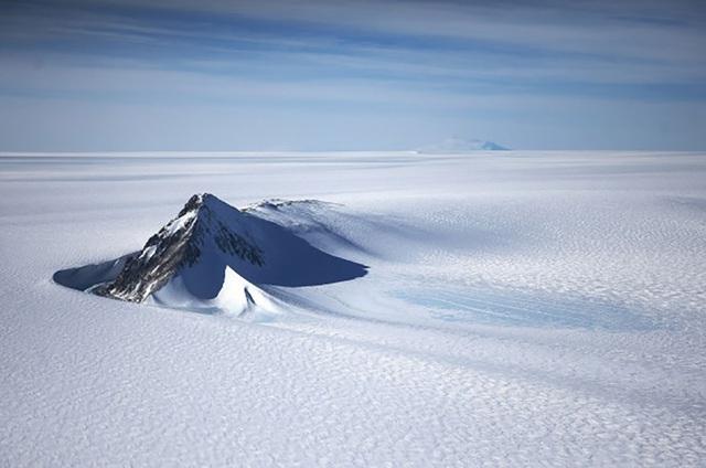 Phát hiện hồ nước bí ẩn nằm dưới Nam Cực ở độ sâu 1km - Ảnh 1.