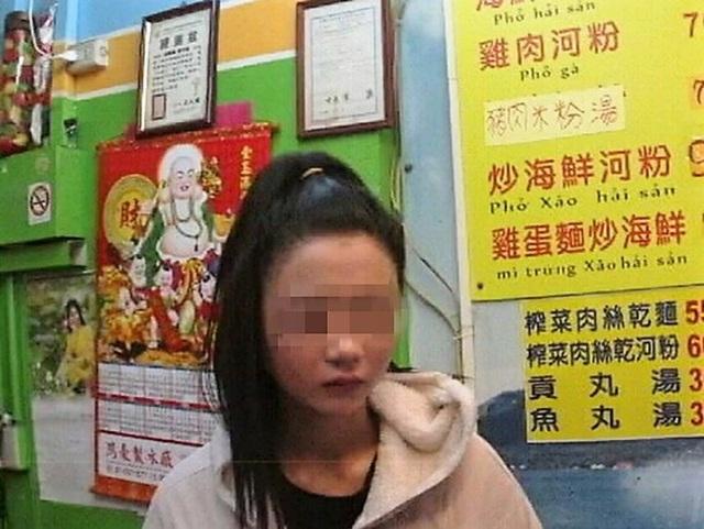 Cô gái trẻ 22 tuổi bị cảnh sát tìm thấy trong một cửa hàng bán đồ ăn tại thành phố Cao Hùng