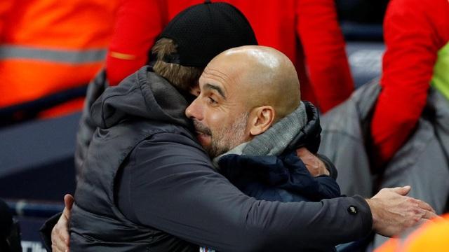 Màn chào hỏi của Guardiola và Klopp