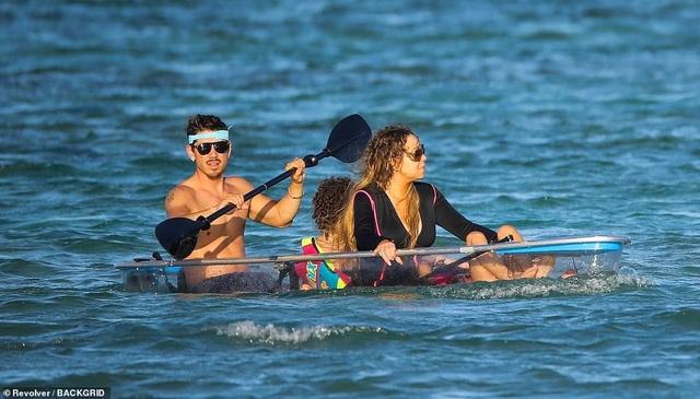Mariah Carey đi nghỉ mát cùng bạn trai kém 13 tuổi - Ảnh 7.