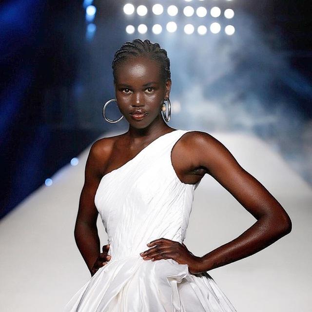 Chiêm ngưỡng nhan sắc người mẫu số 1 thế giới hiện nay - 17