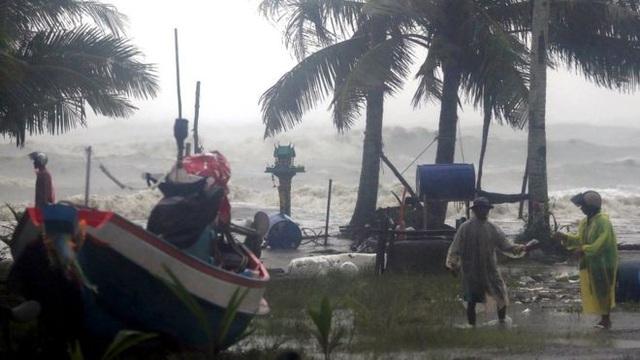 Bão bắt đầu đổ bộ vào Thái Lan (Ảnh: EPA)