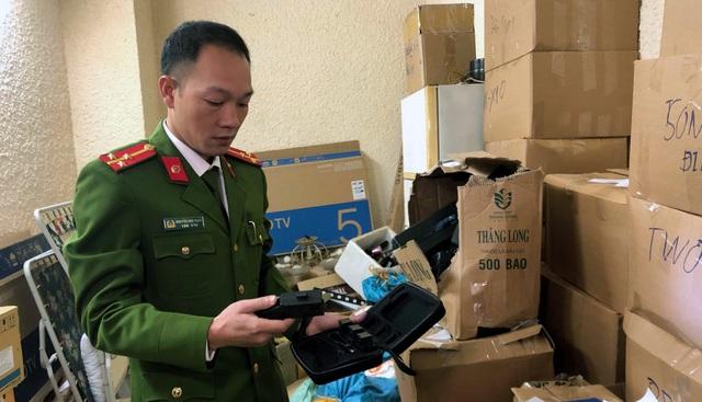 Cảnh sát thu hơn 2.000 sản phẩm công cụ hỗ trợ.
