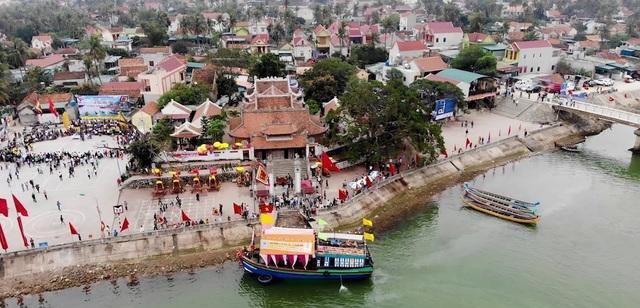 Đền Cờn là một trong những địa danh nổi tiếng linh thiêng ở các tỉnh Bắc Trung bộ và cũng là địa danh du lịch, lịch sử văn hóa, tâm linh đã được công nhận là Di tích lịch sử văn hóa cấp Quốc gia từ năm 1993. Mỗi năm, đền đón hơn 110.000 lượt du khách trong và ngoài tỉnh. Lễ hội Đền Cờn được Bộ VHTTDL chính thức công nhận là di sản văn hóa phi vật thể quốc gia.