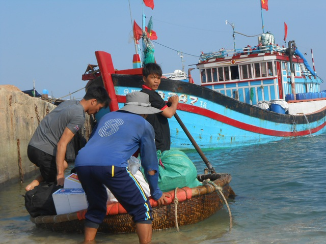 Ngư dân Lý Sơn chuẩn bị cho chuyến biển cuối năm