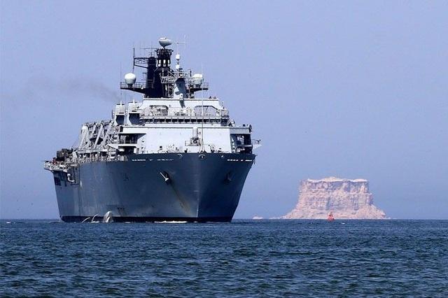 Tàu HMS Albion của Hải quân Anh từng đi qua Biển Đông hồi tháng 8. (Ảnh: Philstar)