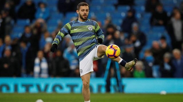 Bernardo Silva khởi động trước trận đấu, tiền vệ người Bồ Đào Nha được xếp đá ở hàng tiền vệ của trận đấu này