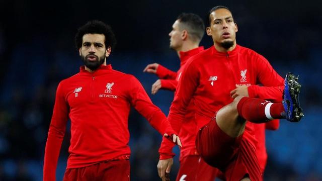 Salah, Van Dijk khởi động trước khi bước vào trận đấu ở Etihad