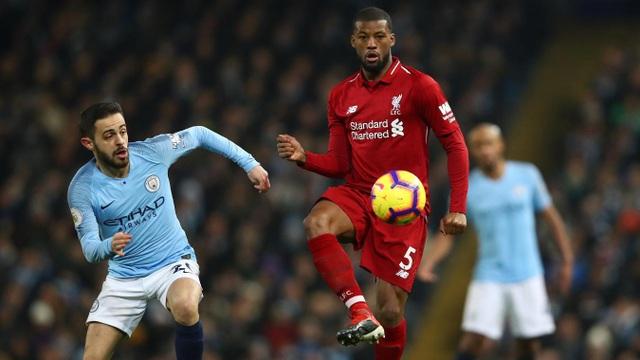 Tuyến giữa là nơi thường xuyên xảy ra va chạm và cầu thủ hai đội đã không ngại chơi rắn. Bernardo Silva và Wijnaldum cũng có nhiều pha bóng tranh chấp quyết liệt