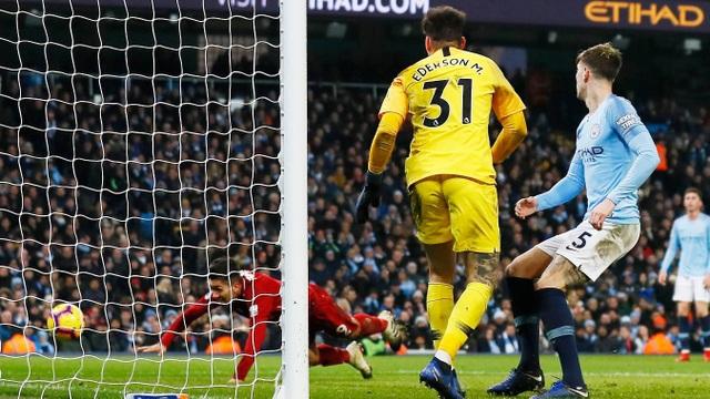 Liverpool gỡ hòa với bàn thắng của Firmino, nhưng công đầu phải thuộc về pha băng vào kiến tạo đầy bất ngờ của Robertson