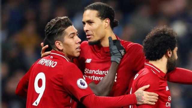 Các cầu thủ Liverpool ăn mừng bàn thắng gỡ hòa
