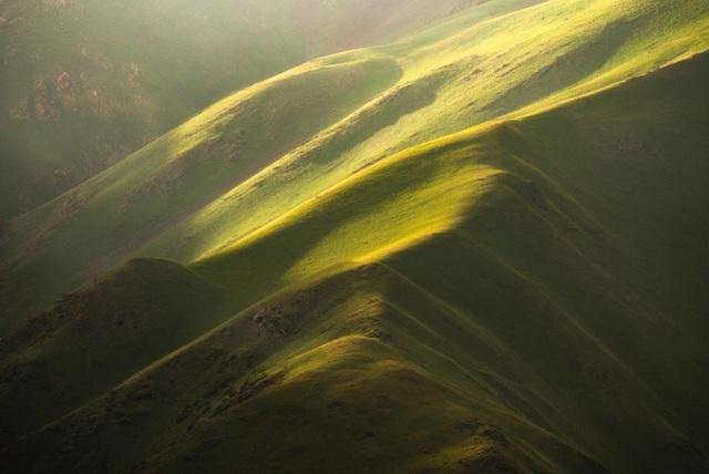 """Thiên nhiên hùng vĩ ở Kyrgyzstan đẹp đến """"nghẹt thở"""" - 1"""