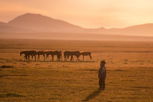 """Thiên nhiên hùng vĩ ở Kyrgyzstan đẹp đến """"nghẹt thở"""" - 8"""