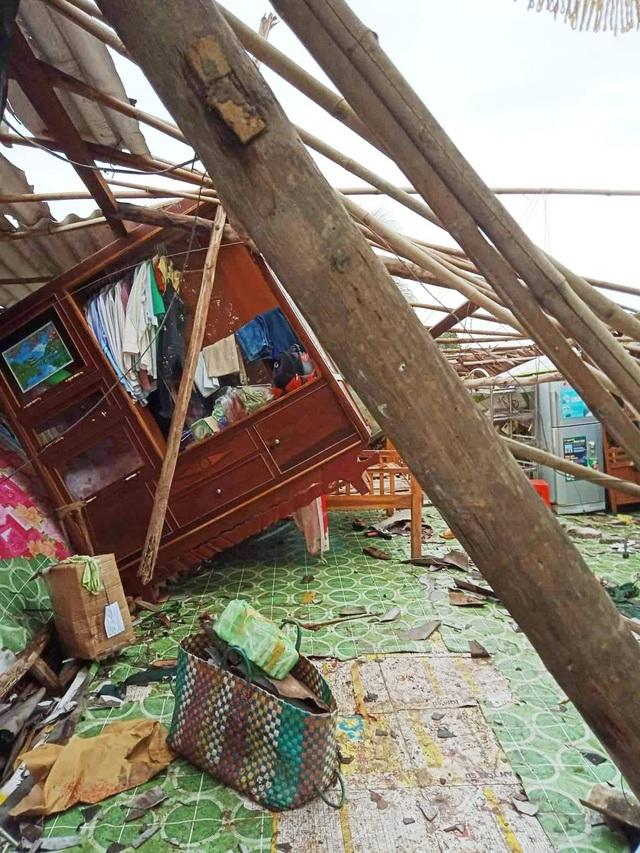 Cảnh tan hoang ở vùng ven biển Bạc Liêu sau lốc xoáy, mưa lớn - 7