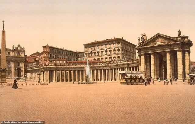 Quảng trường St. Peter ở thành Vatican.