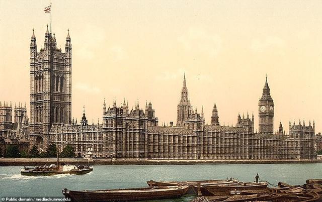 Cung điện Westminster, London, Anh. Nơi đây còn có tháp đồng hồ Big Ben danh tiếng.