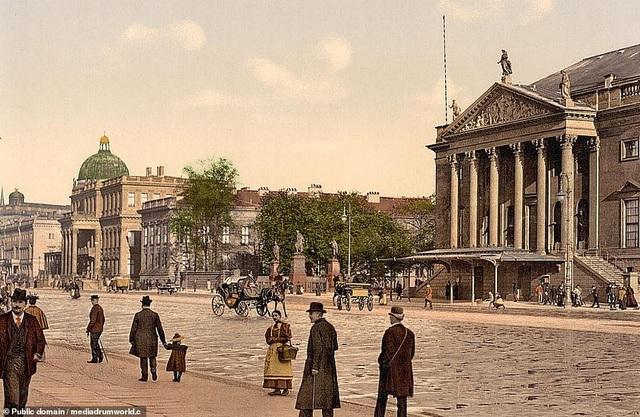 Nhà hát opera quốc gia nằm ở Berlin, Đức.
