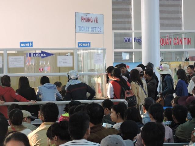 600 hành khách đã được vận chuyển về đảo Lý Sơn và ngược lại sau 7 ngày biển động.