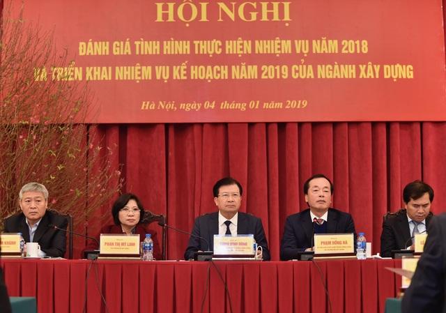 Phó Thủ tướng Trịnh Đình Dũng dự, chỉ đạo hội nghị tổng kết năm 2018, triển khai kế hoạch năm 2019 tại Bộ Xây dựng