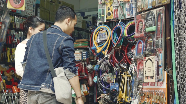Người tiêu dùng cần nâng cao nhận thức khi chọn mua sản phẩm khóa.