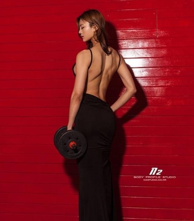 Min Ji vẫn rất cân đối, nữ tính khi diện trang phục gợi cảm vì body cân đối, cơ bắp nhưng không quá nam tính.