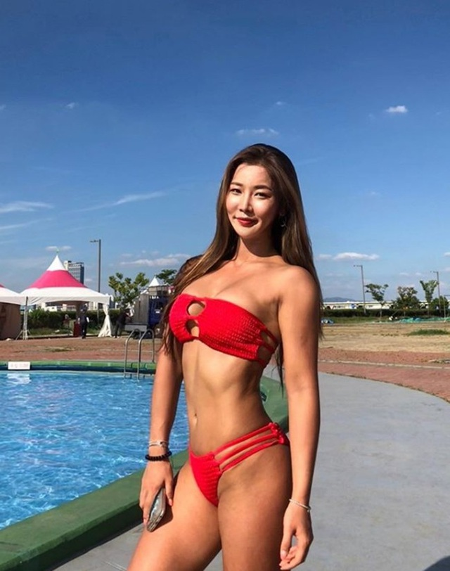 Cô cũng là gương mặt yêu thích của nhiều thương hiệu nội y, đồ bơi tại đất nước kim chi.