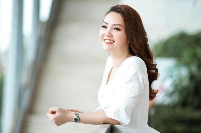 Sau 10 năm đăng quang Á hậu, Thuỵ Vân vẫn giữ được nét đẹp dịu dàng, thuần Việt.