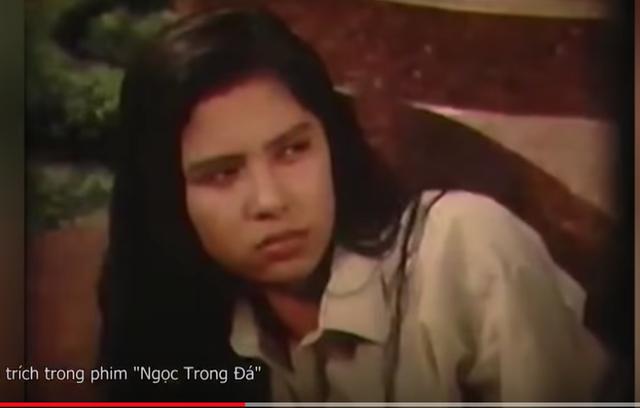 Sau khi đóng phim Ngọc trong đá cũng là lần đầu tiên tôi được ngồi trong rạp, chứng kiến đường đường chính chính khuôn mặt của mình trên màn ảnh rồi bật khóc vì hạnh phúc, không thể dừng lại được, Việt Trinh từng chia sẻ về bộ phim đặc biệt này.