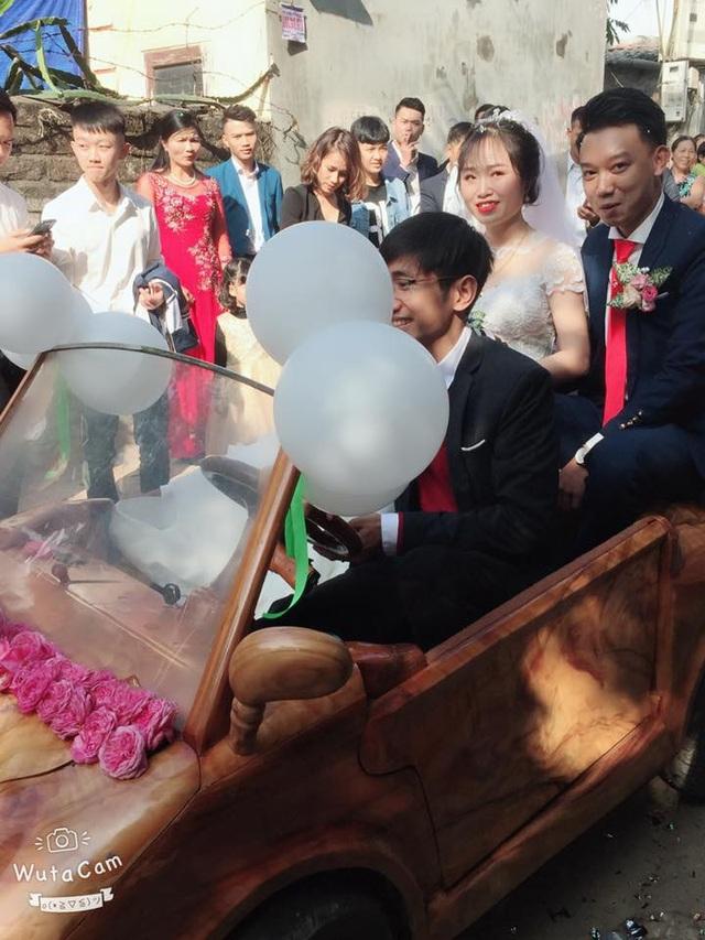 Vì muốn có kỷ niệm đáng nhớ trong ngày vui của mình nên Trung quyết định sử dụng chiếc xe tự chế để đưa vợ ra địa điểm tổ chức