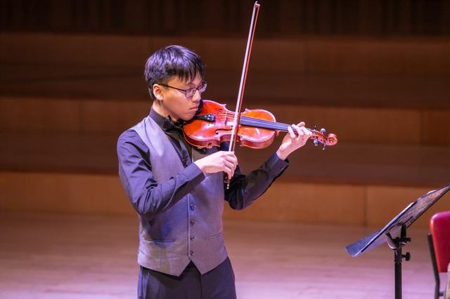 Trần Lê Quang Tiến (violinist).