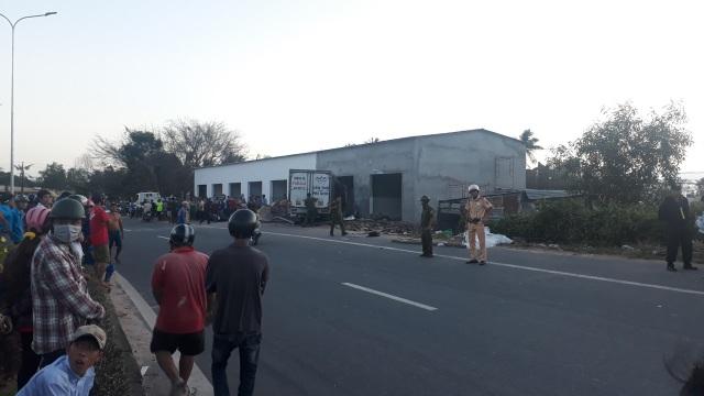 Hiện trường vụ tai nạn làm hai người đi xe máy chết