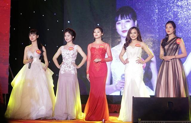Top 5 thí sinh xuất sắc nhất cuộc thi gồm Trần Kim Anh, Đỗ Nguyễn Thu Huyền, Nguyễn Thúy Nga, Lương Vũ Huyền Thanh và Kiều Thị Hằng.