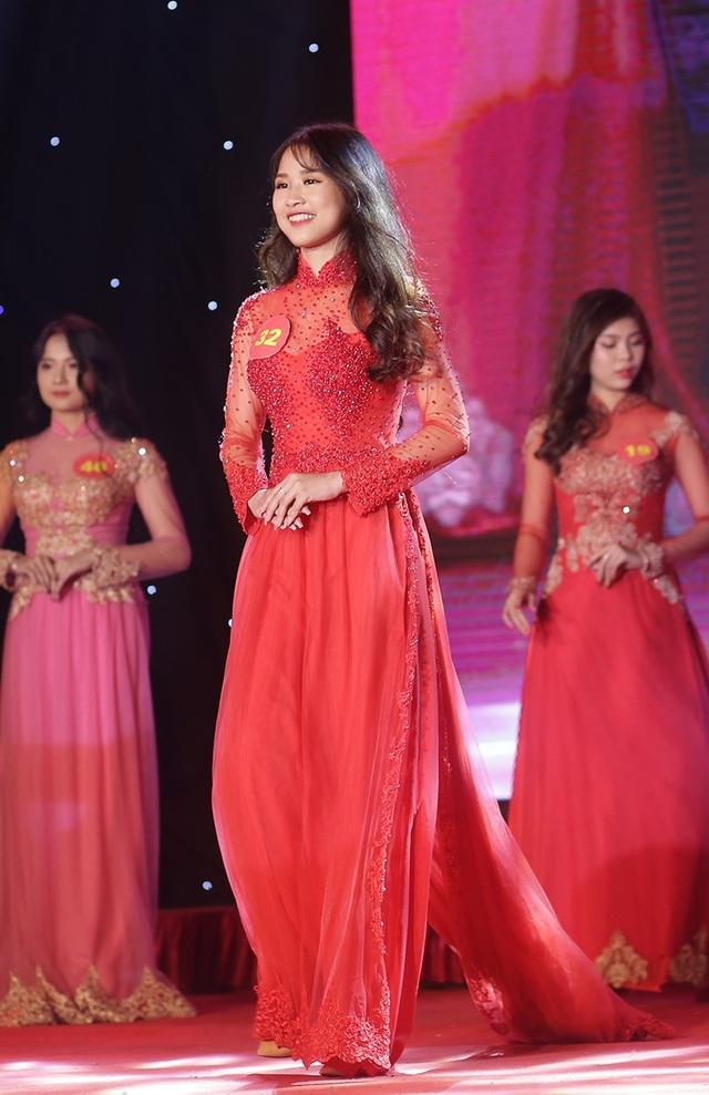 Miss áo dài Nguyễn Thị Chung Anh