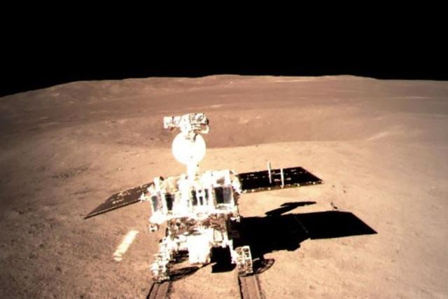 Những hình ảnh đầu tiên của vùng tối Mặt Trăng gửi từ tàu vũ trụ Trung Quốc - Ảnh 1.