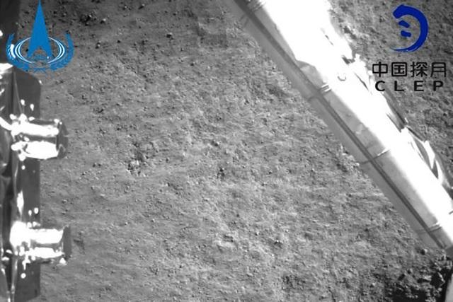 Những hình ảnh đầu tiên của vùng tối Mặt Trăng gửi từ tàu vũ trụ Trung Quốc - Ảnh 2.