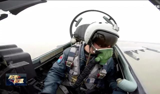 Phi công lái máy bay chiến đấu Trung Quốc cảnh báo máy bay nước ngoài đi vào vùng nhận dạng phòng không tại biển Hoa Đông. (Ảnh: Weibo)