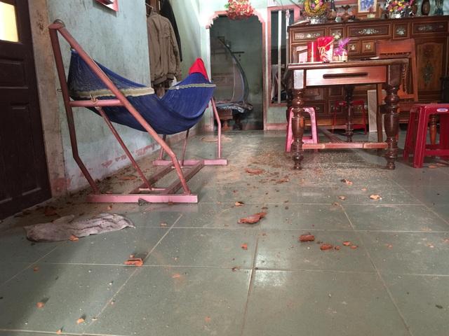 Vụ nổ khiến nhiều ngôi nhà bị nứt tường, thủng mái