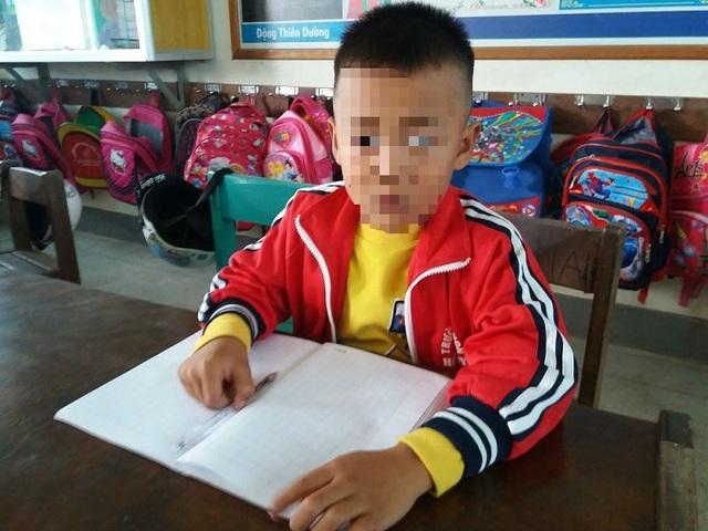 Em Trương Ngọc H., học sinh bị cô giáo tát vì làm bài kiểm tra cả 2 đề.