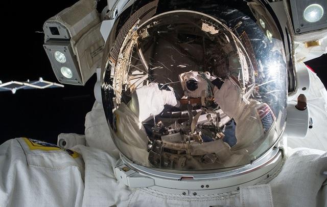 """Phi hành gia vô tình bấm gọi """"cấp cứu khẩn cấp"""" 911 từ… Trạm vũ trụ quốc tế - Ảnh 1."""