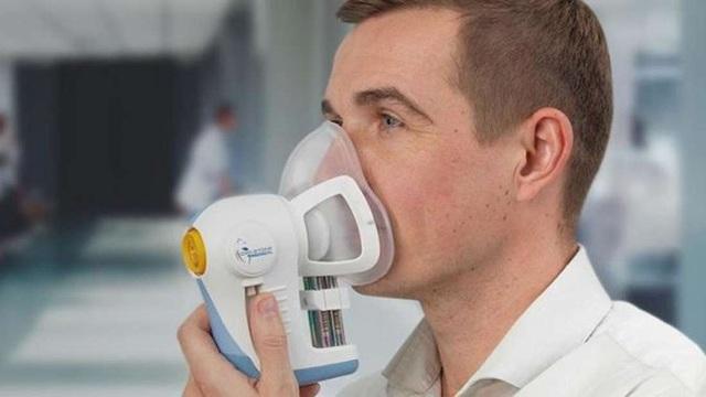Thiết bị đặc biệt giúp phát hiện ung thư từ… hơi thở - Ảnh 1.