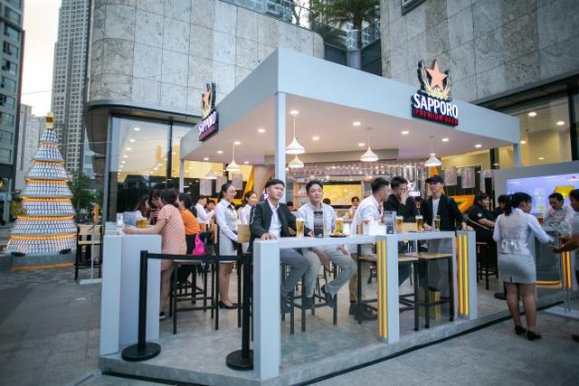 Sau 5 ngày mở cửa, Sapporo Premium Bar mang lại những trải nghiệm khác biệt nào? - Ảnh 1.