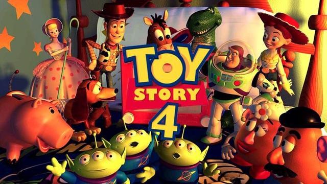Cán mốc 1 tỷ USD, phần 3 của Toy Story không chỉ thành công về mặt doanh số mà còn được coi là cái kết đẹp và trọn vẹn nhất cho loạt phim về thế giới đồ chơi. Tuy nhiên, Disney vẫn tiếp tục bắt tay vào sản xuất phần 4, kể về chuyện tình lãng mạn của chàng cao bồi Woody và cô nàng chăn cừu Bo Peep.